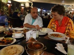 CAIRO de avonden, diner
