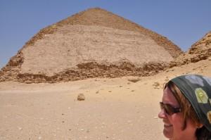 CAIRO piramidegebied van Dasjoer, Knik-piramide