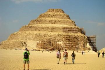CAIRO piramidegebied van Saqqarra, de trappiramide
