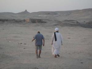 MIDDEN EGYPTE Sheikh Ibada dwalen door het gebied