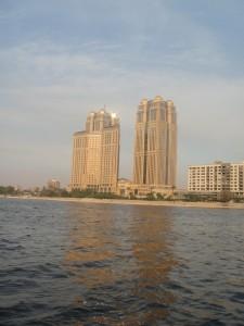 CAIRO modern gebouw langs de Nijl