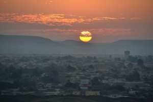 OASE EL-BAHARIYA zonsondergang vanaf de Zwarte Berg